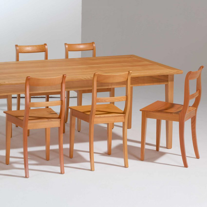 LIGNUM Biedermeier Tisch und Biedermeier Stühle in Kirschbaum, Spitzbeine, gebogener Steg