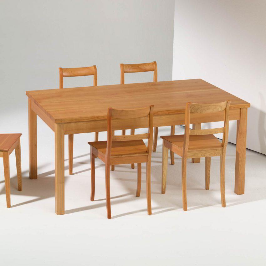 LIGNUM Esstisch in Kirschbaum, Beine gerade, Biedermeier Stühle in Kirschbaum, Spitzbeine, gebogener Steg
